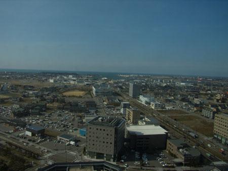 県庁19階交流ホールから見た金沢港