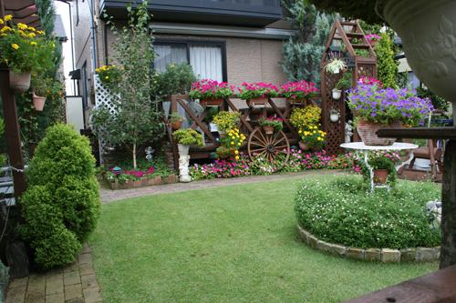 白山市内の素敵な前庭