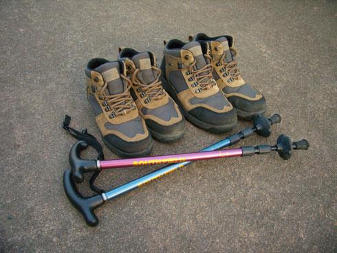 登山靴とステッキ