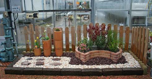 花苗売場温室の坪庭