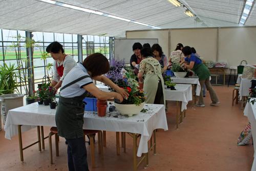 根上園芸グループの寄せ植え教室