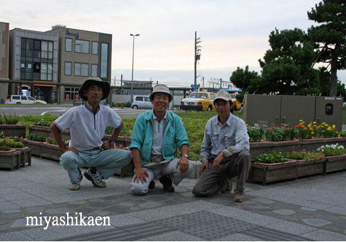 松任鉢物生産組合のメンバー