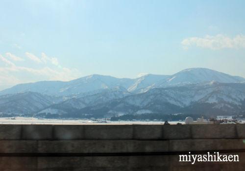 車窓から見える山
