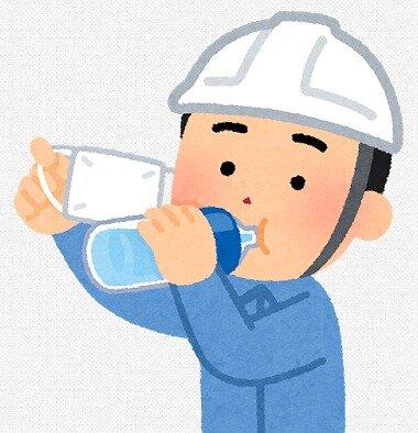 s-20200530マスク水を飲む男性