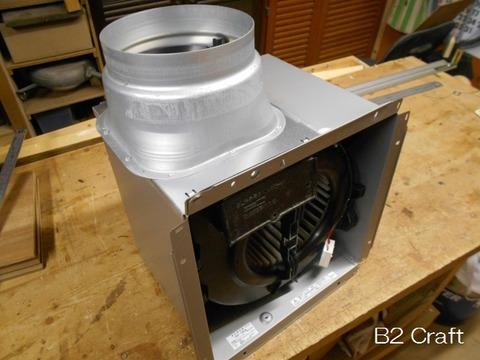 廃棄用コンテナから回収した換気扇