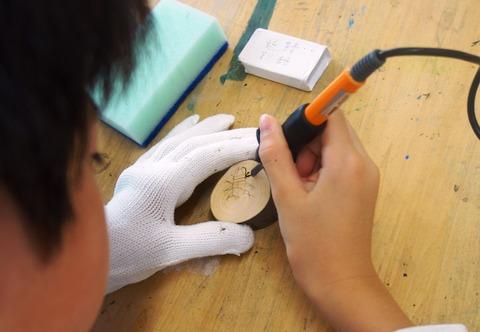 電熱ペンで彫る