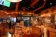 hooters_inside_restraunt