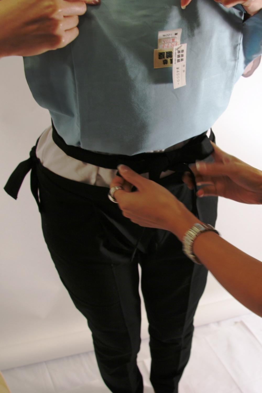 腹掛け着付4 腹掛けの上で、紐を結ばないように、注意! さて、これで、腹掛けの着付は... 浅草