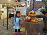 ハロウィンかぼちゃと娘