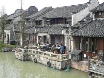 運河沿いの食事