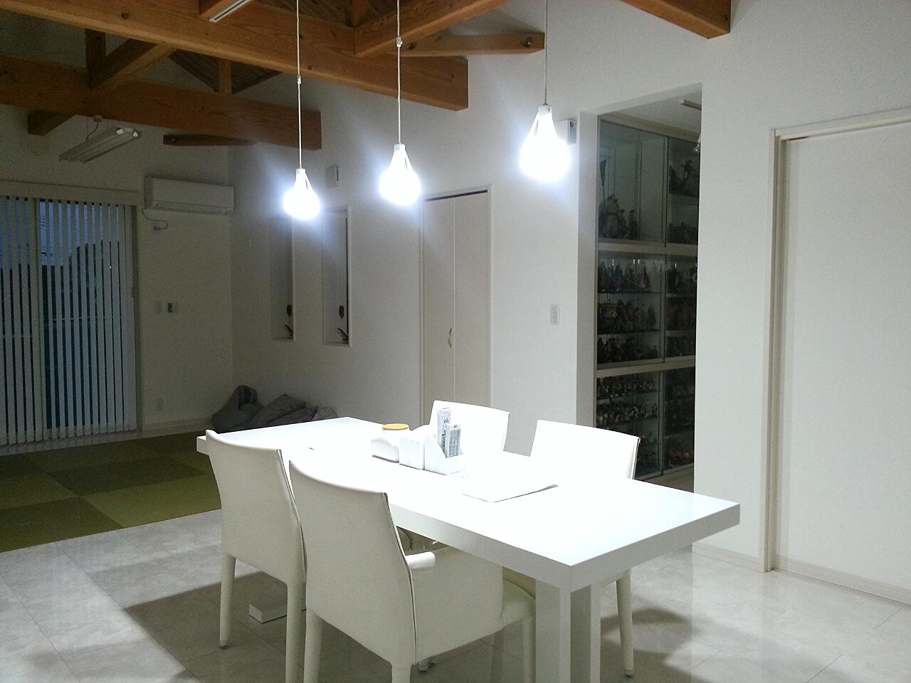 LED電球 光色切替えタイプ(ダイニング向け) 勉強のあかり 2