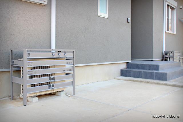外壁 グレー シンプル エクステリア 室外機カバー (3)