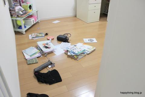 散らかった子供部屋 (3)