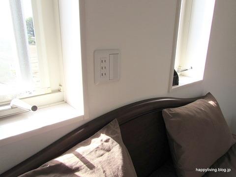 寝室 照明スイッチ コンセント ベッド側