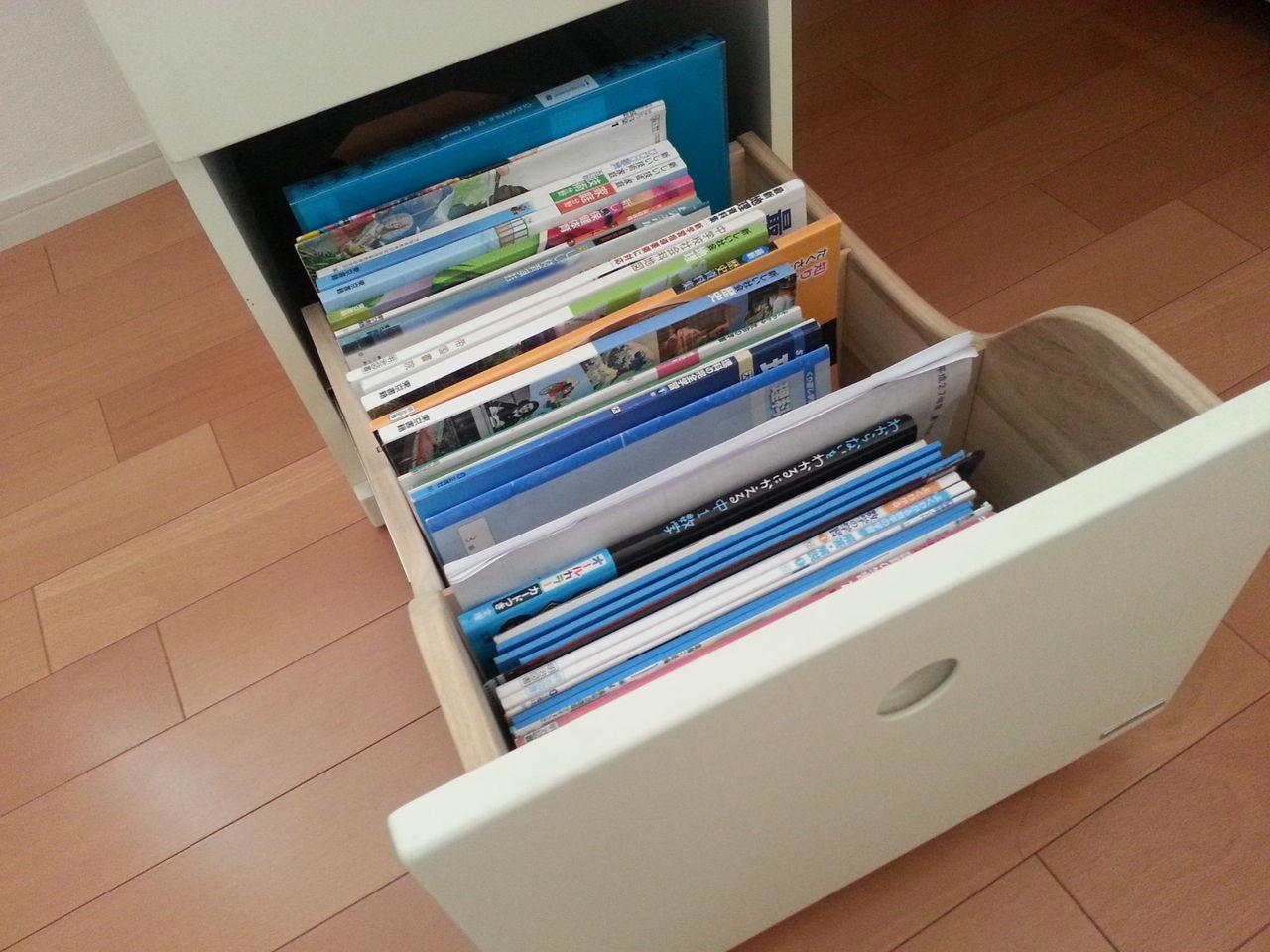 子供部屋 学習机 引き出し 教科書 収納