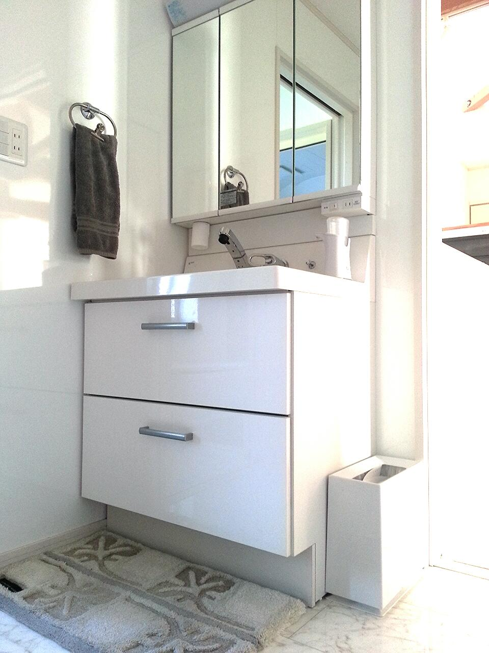 洗面台 ピアラ 75㎝幅 ホワイトインテリア ideacoゴミ箱