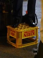 上杉隆ビール箱