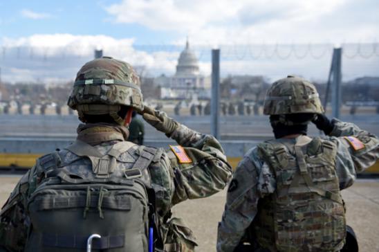 国会議事堂と兵士