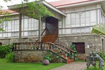 las casas filipinas de acuzar 66