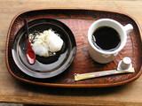神谷町オープンテラスで出されたお菓子とコーヒー