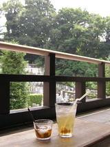 神谷町オープンテラスの梅ジュースとわらびもち