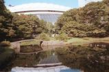 小石川後楽園〜東京ドームを背景に