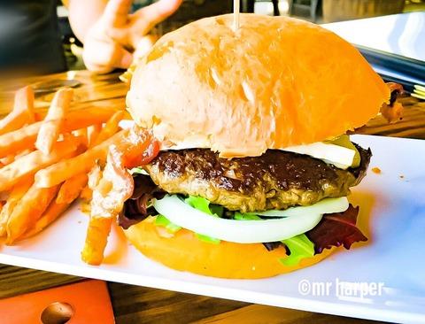 ワイキキブリューイング-ハンバーガー