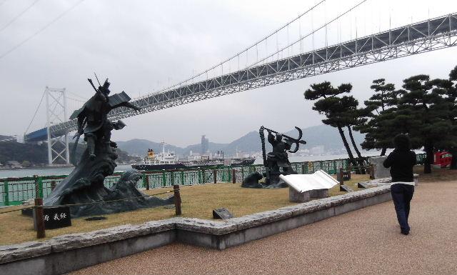壇の浦古戦場 源義経と平知盛の銅像d0e78c27