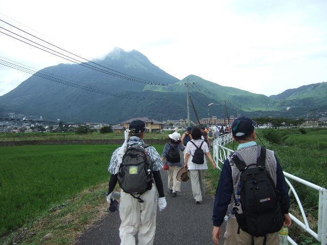2011-7 由布岳に向かて進む