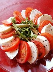 トマトとモツァレラのカプレーゼ