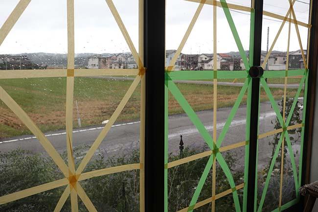 台風対策 窓ガラス割れない 養生テープ マスキングテープ