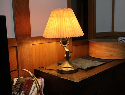 LED電球 電球色よりレトロなキャンドル色 アイリスオーヤマ