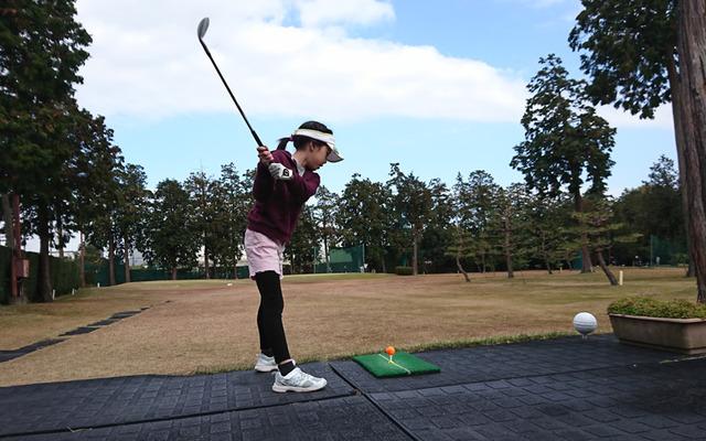 芦刈ゴルフクラブでティーショット