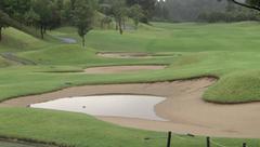 雨でゴルフは中止