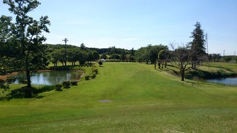 竜ケ崎ショートコース東6番は左右が池