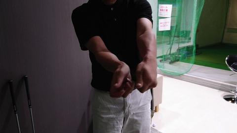 スイング中の手首の動き方2