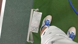 左足を踏ん張る器具
