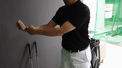 スイング中の手首の動き方1