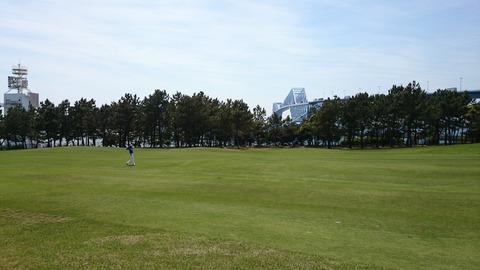 若洲ゴルフリンクスから臨む東京ゲートブリッジ