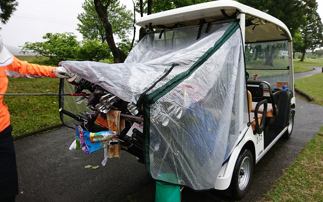 あいにくの雨ゴルフでした