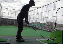 向原ゴルフセンターで練習中
