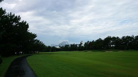 若洲ゴルフリンクスから東京ベイブリッジを臨む