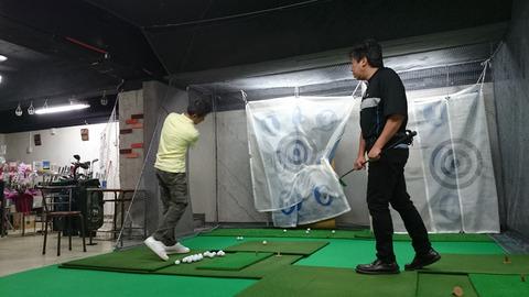 体験レッスン中(エッセンシャルゴルフ)