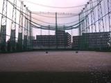 強風のためネットを下ろすトップゴルフセンター(練馬)