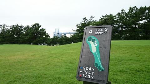 東京ベイブリッジが目前に見えるゴルフ
