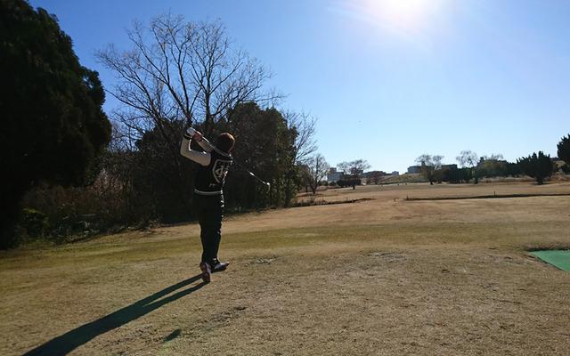 チップゴルフ安達氏のドライバーショット