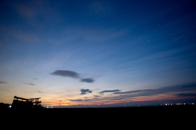 夜明けの静波海岸1