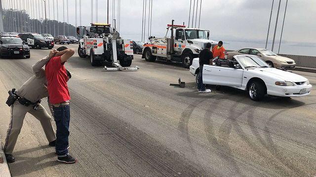 サンフランシスコの橋の上でドリフトをした車カスが逮捕