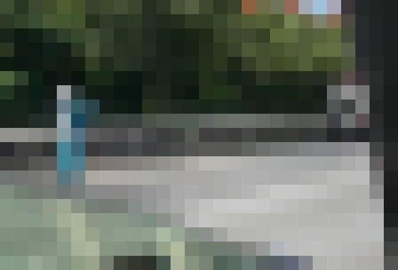 【動画】大破したポルシェとbB、心肺蘇生を受けてる人も…首都高速湾岸線で今朝起きた事故の様子に戦慄