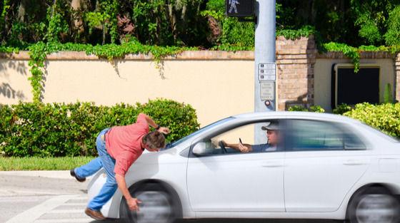 ジジイの車に跳ねらて流血したのに相手の保険会社が16000円で示談提示してきた